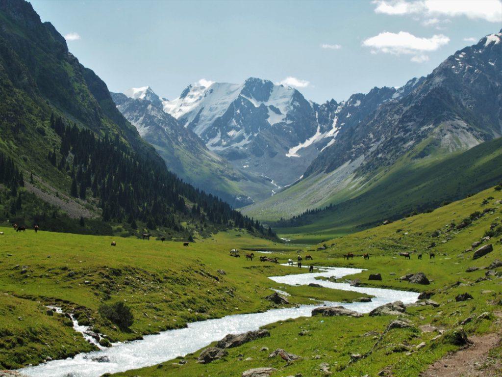 Kyrgyzstán - údolí Jeti-Oguz