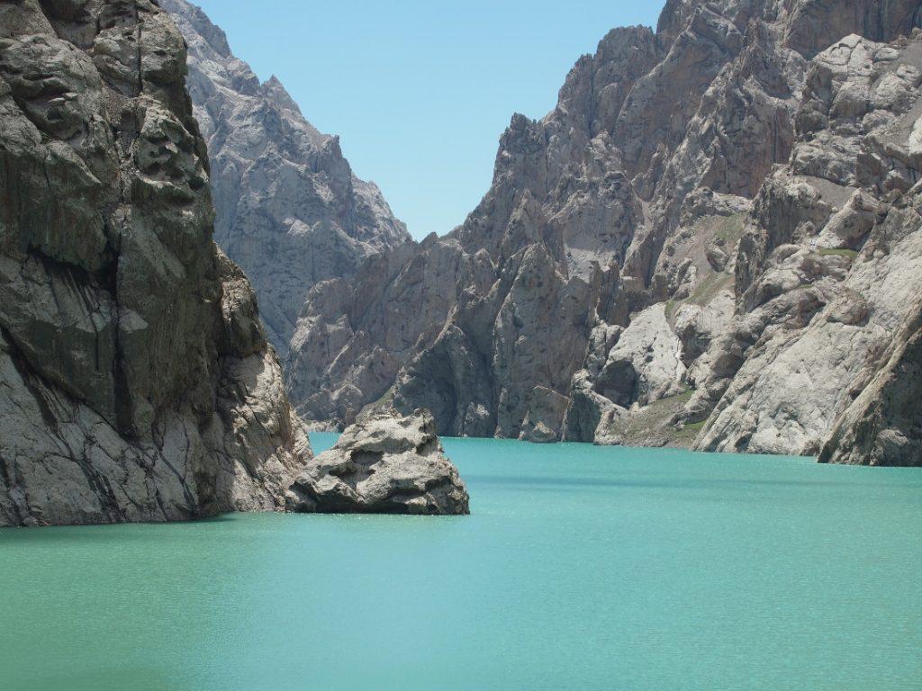 Kyrgyzstán - horské jezero Kel-Suu