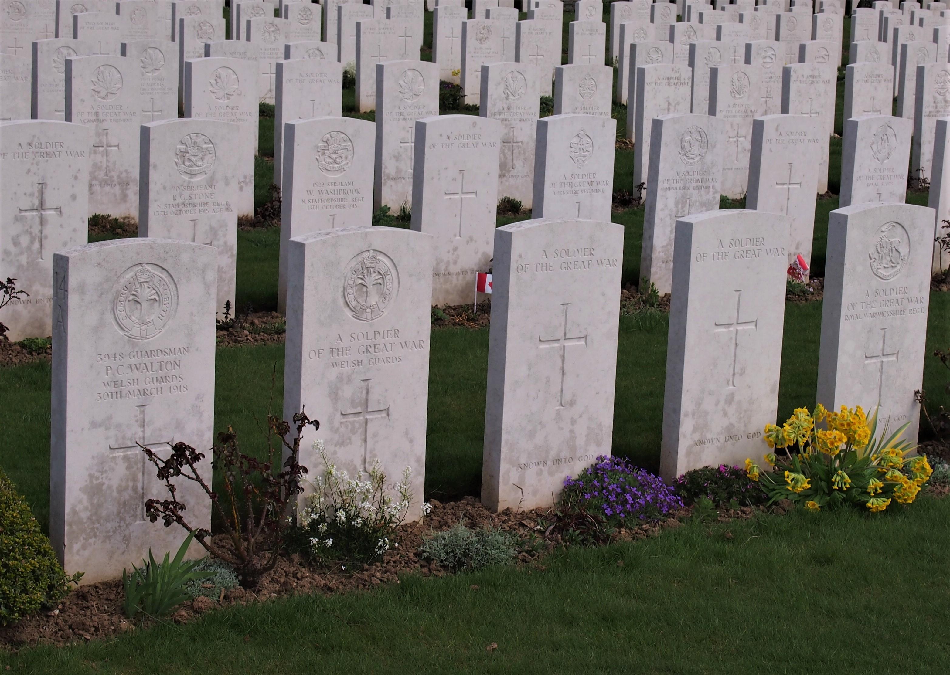 hřbitov s bílými kameny