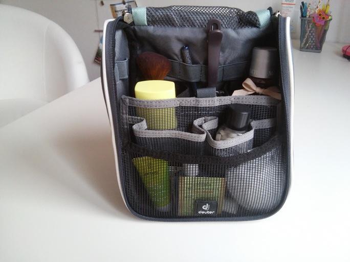 kosmetická taška na zavěšení s přihrádkami Deuter Wash Center