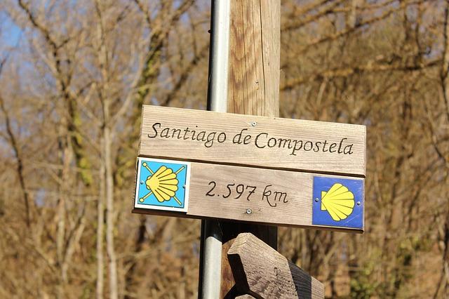 Trasa vede i ze Santiaga de Compostela.