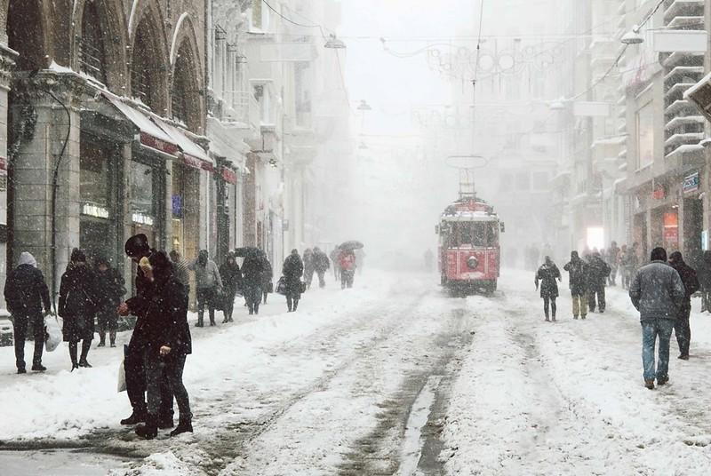 Lidé a ulice.